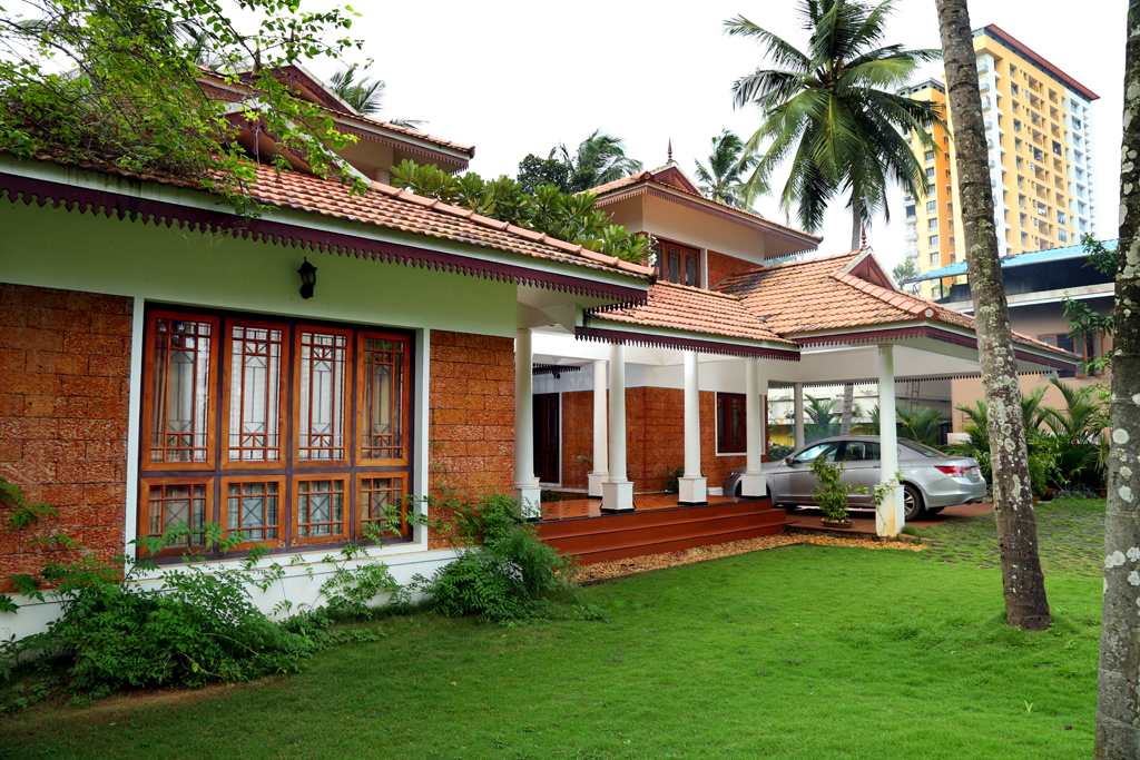 Kerala traditional house plans with courtyard for Traditional kerala house plans